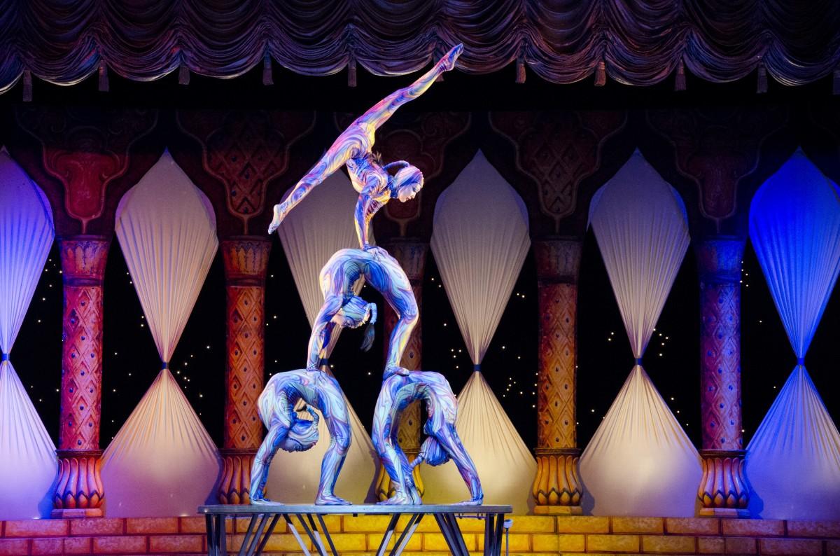 acrobats_circus_contortion_tihany-947365.jpg!d